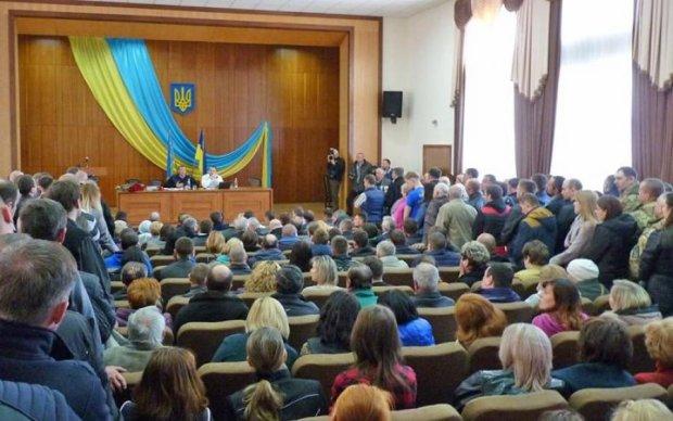 Сепаратистский скандал: депутаты из-под Киева почтили оккупантов