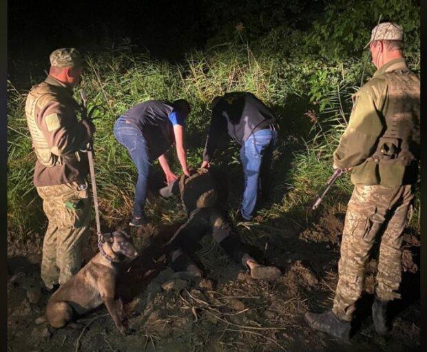 Біля кордону затримали молодика з повним рюкзаком марихуани, фото zahidnuy.kordon