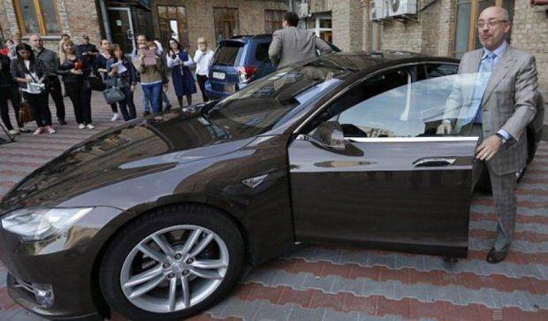 Заступник мера Києва приїхав на роботу електромобілем