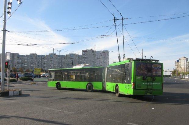 У Харкові жінка впала просто з даху тролейбуса: дивна історія сколихнула місто