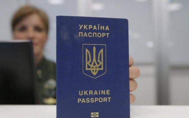 Українці дізналися, хто затягує видачу біометрики