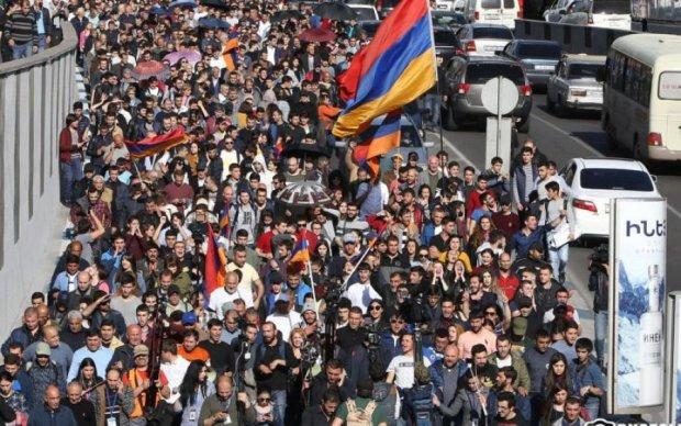 """""""Бархатная революция"""": в Армении происходит самый масштабный протест в истории"""