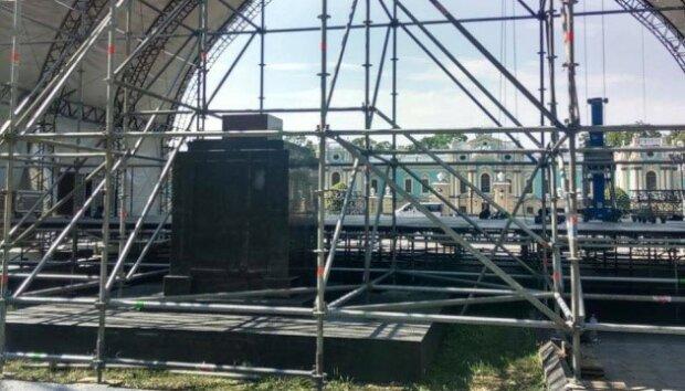 КМДА планує знести радянський пам'ятник, де відбудеться концерт Бочеллі – організатори