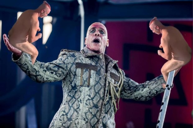 З рокерів у голожо*ики: брутальний Тілль Ліндеманн став новим мемом