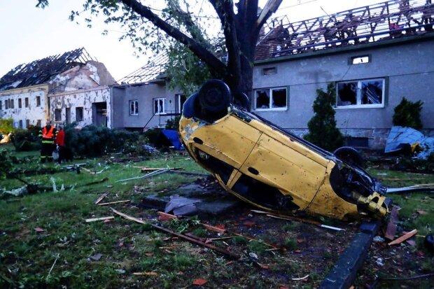 Наслідки торнадо в Чехії, фото: Telegram