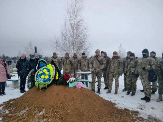 """На Донбасі у моторошній ДТП загинула військова: """"Вдома чекає маленьке янголятко"""""""