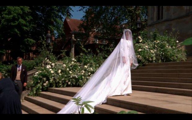 """Кравчиня, яка вбрала на весілля Меган Маркл, зганьбилася на показі Givenchy: """"Ненавиджу цю сукню"""", фото"""