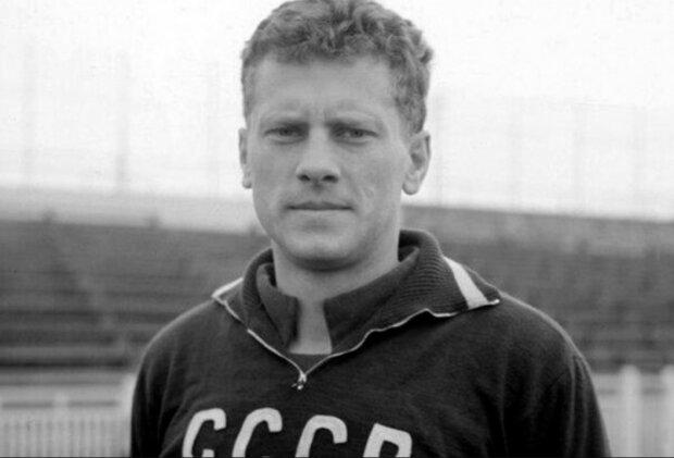 Футболіст Віктор Понєдєльнік, фото з вільних джерел