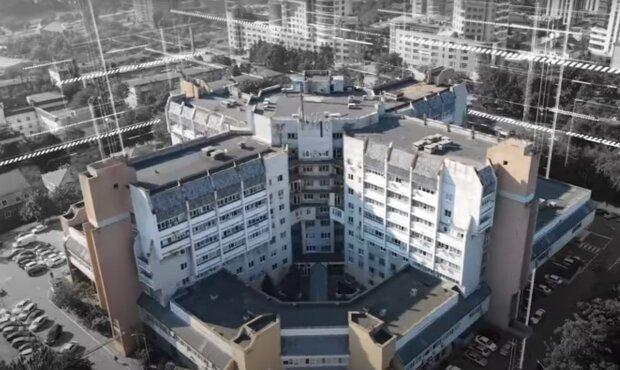 """У Дніпрі в лікарні Мечникова хворі зіткнулися з навалою тарганів, хамством і вимаганням: """"Неможливо витримати"""""""