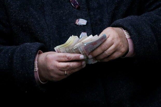 Перерасчет пенсий и зарплат в 2020 году: хватит ли денег украинцам на жизнь