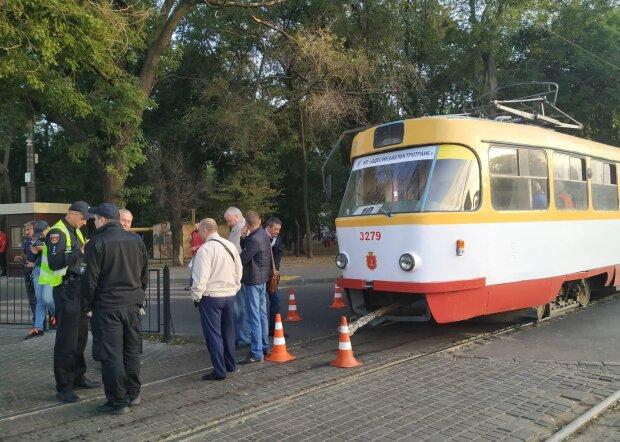 В Одессе трамвай развалился на ходу: скандальные кадры припасли для Труханова
