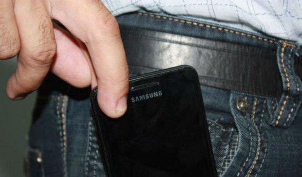 Киян попередили про тролейбусного викрадача мобільних  (фото)