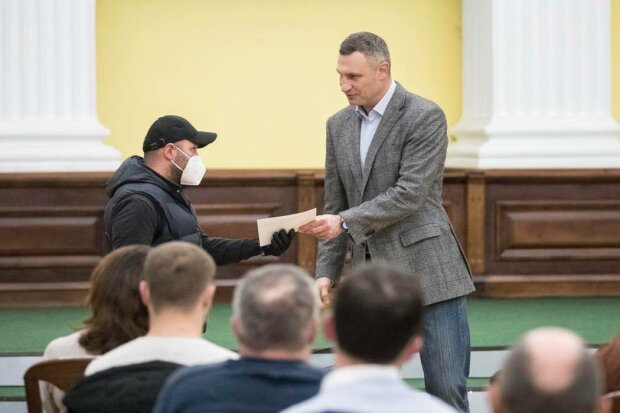 Віталій Кличко вручив квартири учасникам АТО: Facebook