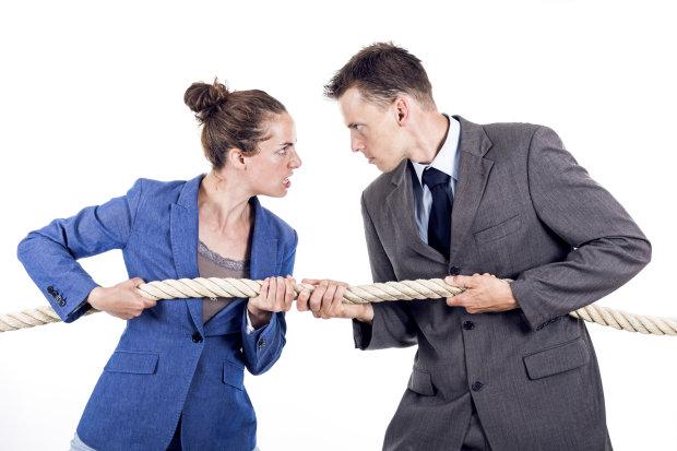 Конфлікти на роботі можуть нашкодити вашим стосункам і ось чому