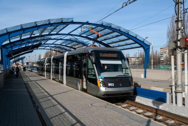 Кияни більше не зможуть купити квитки на трамваї і метро: як пересуватися містом