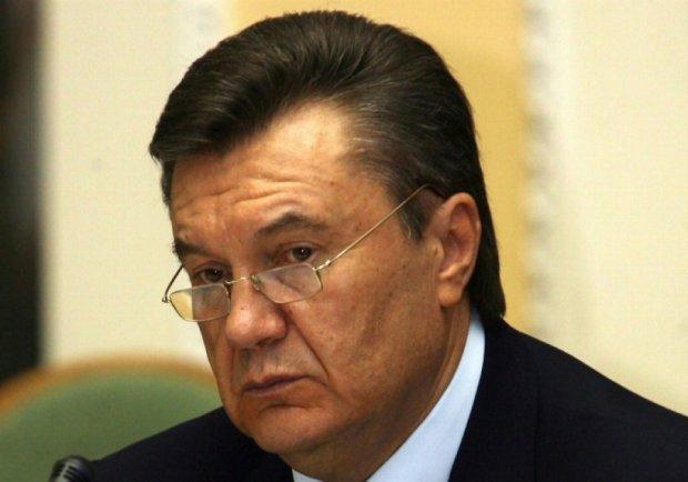 Прокляття послані Януковичу справджуються