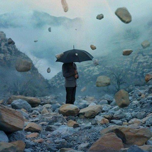 Каменный дождь накрыл индийский город: люди боятся выходить из дома, ученые в шоке от происходящего