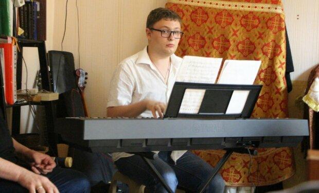 Люди дощу: у Запоріжжі молоді музиканти з аутизмом створили унікальний гурт і підкорили Україну