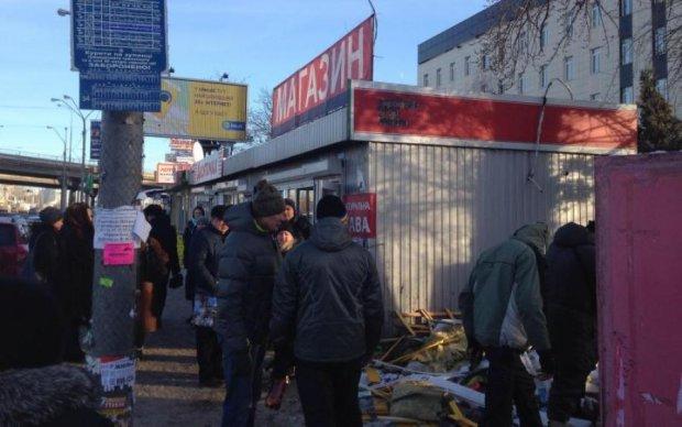 Очередную станцию киевского метро освободили от МАФов: фото