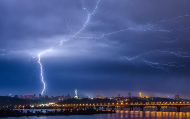 Грозовой апокалипсис: адский циклон испортит украинцам настроение