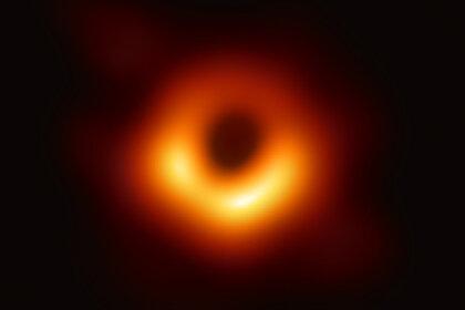 Стивен Хокинг был прав: найдено подтверждение теории о квантовых черных дырах