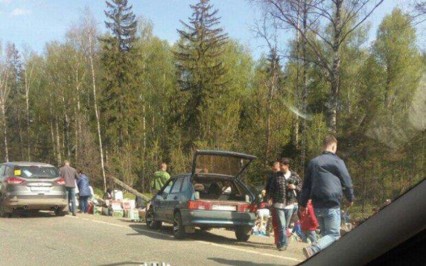 Росіяни розграбували фуру з пивом, що потрапила в ДТП