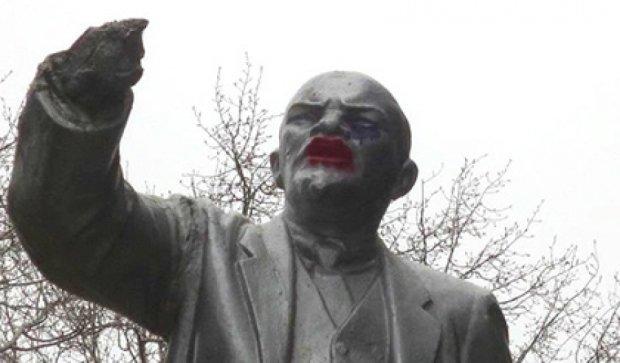 Леніну нафарбували губи у російському Ярославлі (фото)