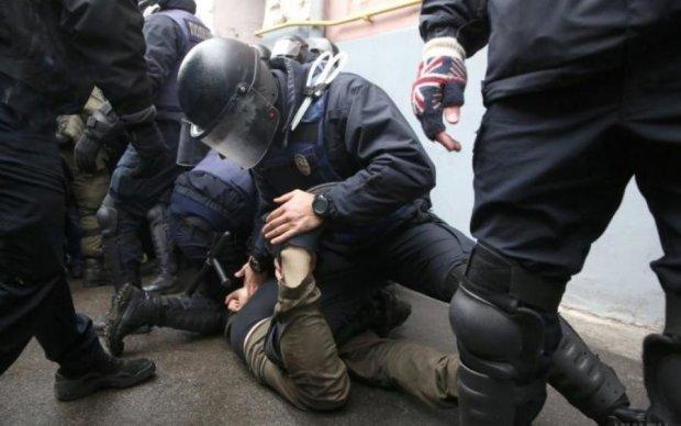 "Разыскивал Интерпол: опасного террориста схватили в ""Борисполе"""