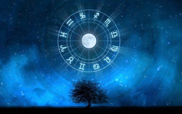 Гороскоп на 10 ноября для всех знаков Зодиака: у кого будет раздвоение личности