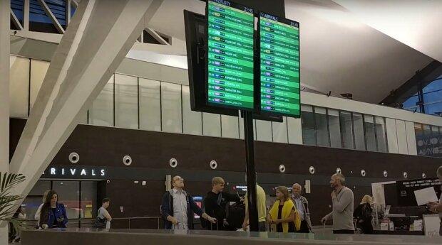 аэропорт, скриншот из видео