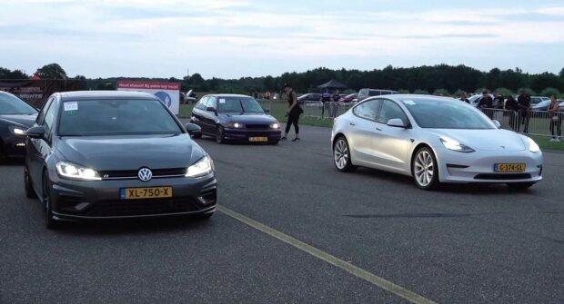 VW Golf R проти Tesla Model 3 Performance, скріншот