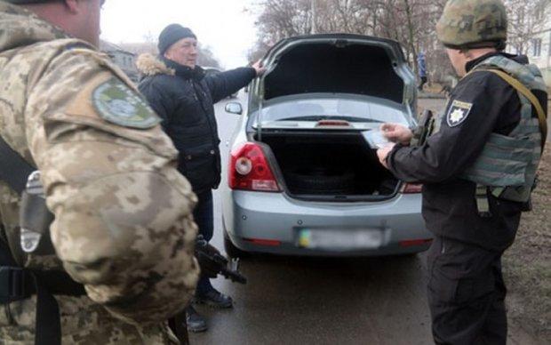 Збройні патрулі оточили Миколаїв