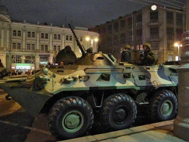 Москву заполонила військова техніка (фото)