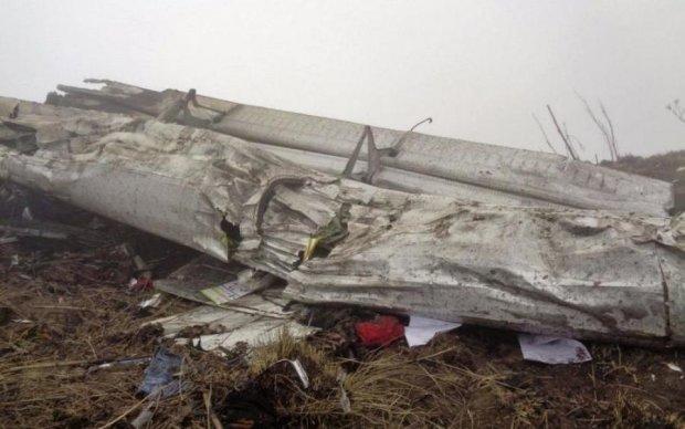 Літак упав одразу після злету: моторошні кадри шокували світ