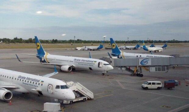 МАУ грозит банкротство: украинцы могут остаться без крупнейшего авиаперевозчика