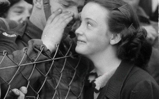 Любов серед війни: мережу довело до сліз зворушливе фото сімейної пари українськіх бійців