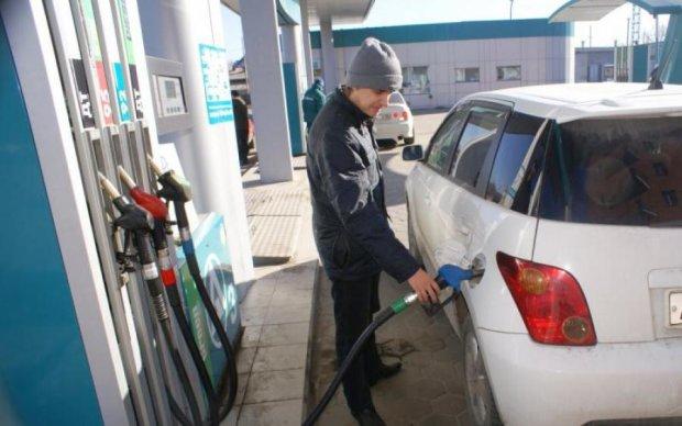 Очі на лоб вилізуть: ціни на бензин зросли за одну ніч