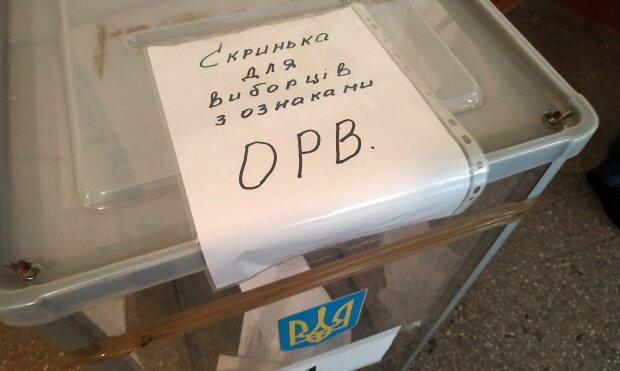 Урна для избирателей с ОРВИ, фото hromadske: Facebook
