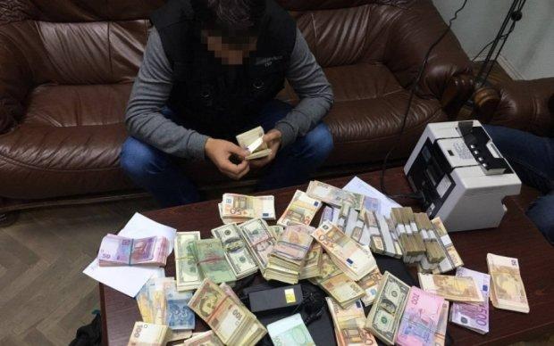 В НАБУ показали, где осели выведенные из Украины миллиарды