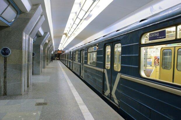 Влаштував в метро пивнуху: харків'янин встановив рекорд свинства в підземці, кадри ганьби