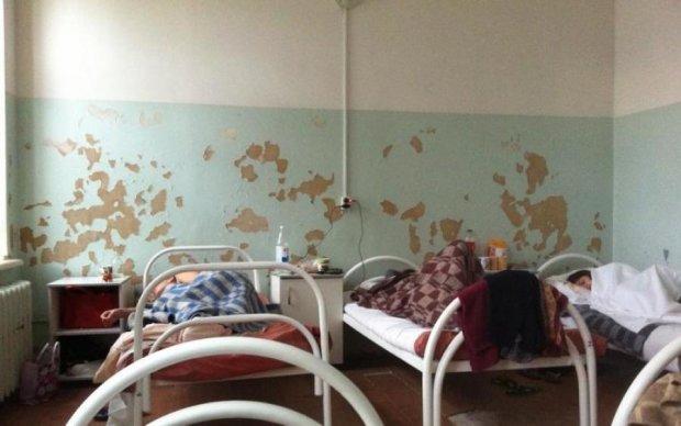 Видужав: медсестри викинули пацієнта на вулицю