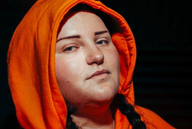 Alyona Alyona втратила рідну людину під час зйомок кліпу, фанати співчувають
