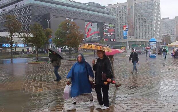 До Києва мчить оскаженіла стихія з Прикарпаття - дощ, град і штормовий вітер