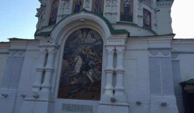 В Сети разгорелся скандал из-за картины на храме Московского патриархата