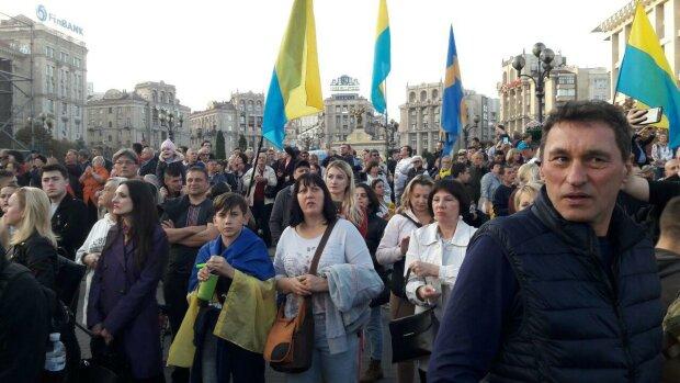 В Украине могут запустить абсолютный перерасчет зарплат: у Зеленского анонсировали отмену налога
