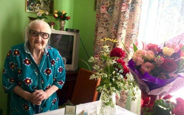 Во Львове резвая бабушка отпраздновала 100-летие - как огурчик