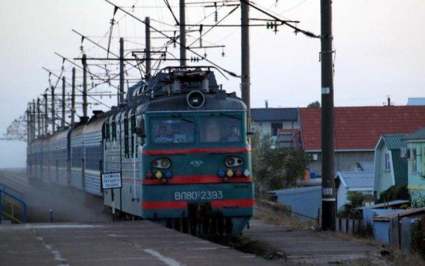 Переехал поездом и выбросил: хладнокровный водитель зверски разделался с женщиной