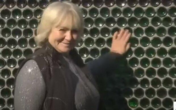 """Изобретательная украинка построила дом из любимого """"лакомства"""" алкоголиков - тепло и надежно"""