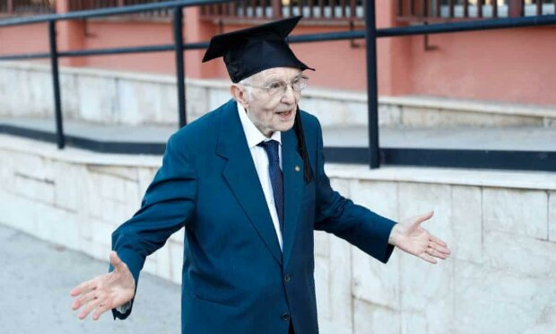 96-летний бакалавр, фото АВС News