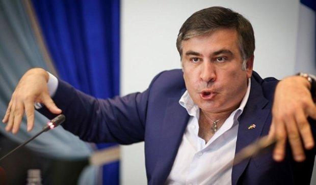 Саакашвили раскритиковал Авакова за реакцию на стрельбу копов